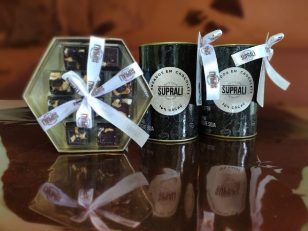 Kit Dia dos Namorados - Lata Mix Frutas Secas, Lata bombons de Amendoim e Box Dourada Mix Nuts