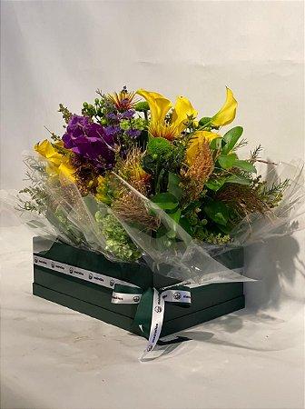 Arranjo Natural com Callas, Hortências e Orquídeas