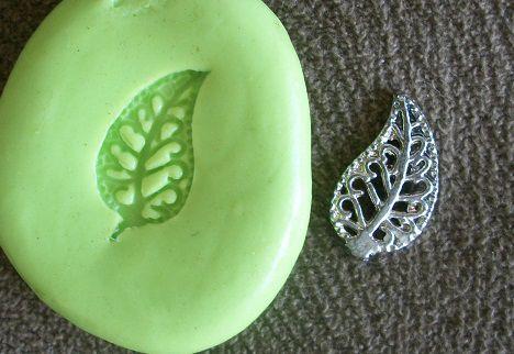 Molde de silicone Mini folha p/ docinhos (1,5cm)