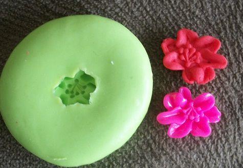 Molde de silicone Mini Hibisco p/ docinhos (1,5cm)