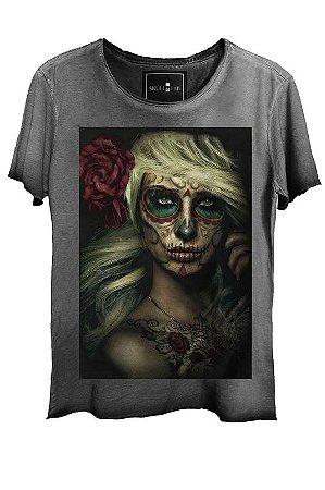 Camiseta Feminina Estonada Gola Canoa Corte a Fio Sugar Skull