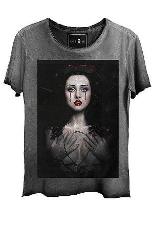 Camiseta Estonada Gola Canoa Corte a Fio Woman Cry