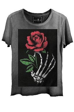 Camiseta  Estonada Gola Canoa Corte a Fio Skull Flowers