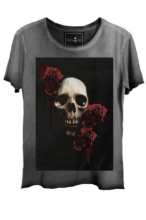 Camiseta Estonada Gola Canoa Corte a Fio Caveira