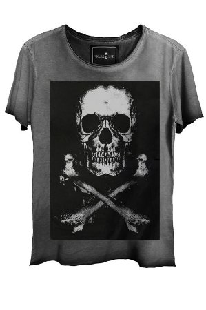 Camiseta Estonada Gola Canoa Corte a Fio Caveira X