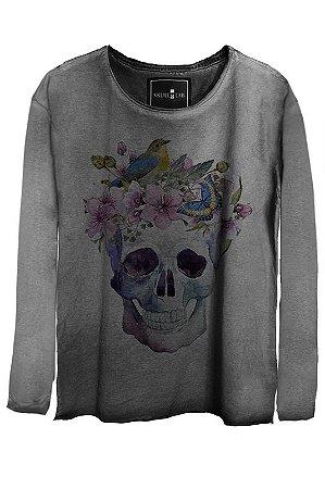 Camiseta Estonada Gola Canoa Manga Longa Watercolor Skull