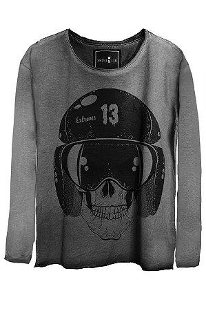 Camiseta Estonada Gola Canoa Manga Longa  Skull Helmet