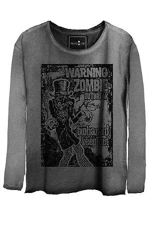 Camiseta Estonada Gola Canoa Manga Longa  Skull Zombie.