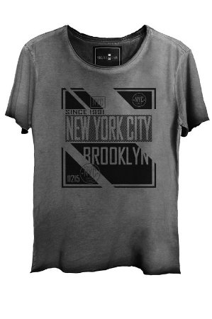 Camiseta Estonada Gola Canoa Corte a Fio New York City