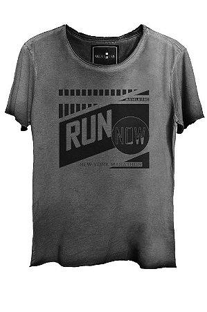 Camiseta Estonada Gola Canoa Corte a Fio Run Now