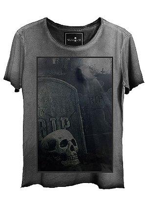 Camiseta  Estonada Gola Canoa Skull Graveyard  Corte a Fio