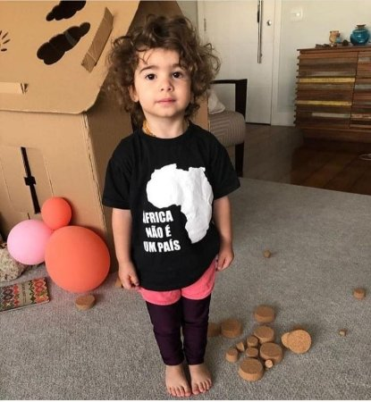 Camiseta infantil - ÁFRICA NÃO É UM PAÍS