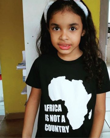 Camiseta Infantil - AFRICA IS NOT A COUNTRY