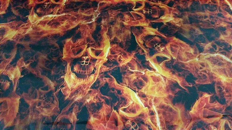 Película para Water Transfer Printing modelo Caveira em chamas tamanho 1 mts x 50 cmt largura
