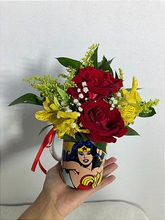 Caneca Floral Mulher Maravilha
