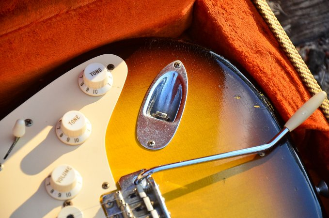 Guitarra Fender Stratocaster 1956 Relic Custom Shop Two Color Sunburst