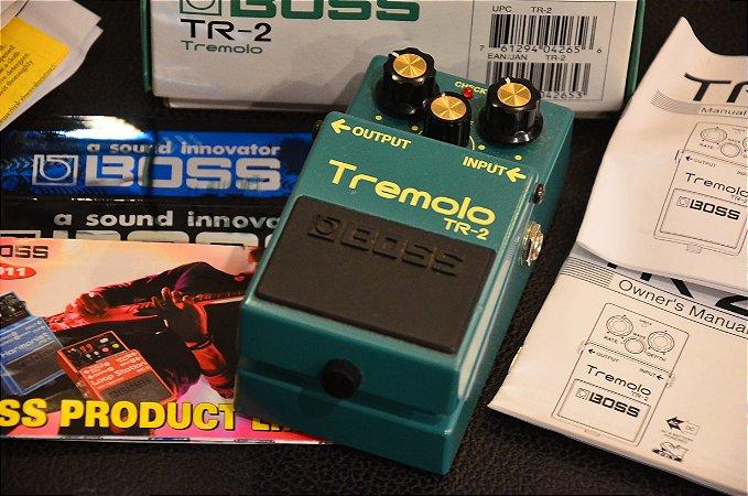 Pedal BOSS Tremolo TR-2 (semi-novo)