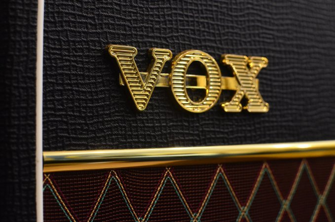 Caixa VOX  V212C