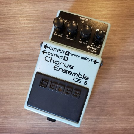 Pedal BOSS Chorus Ensemble CE-5