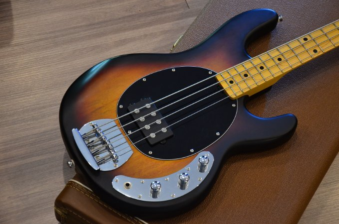 Baixo Sterling by Music Man