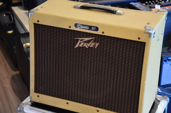 Amplificador Peavey Classic 30 USA Case