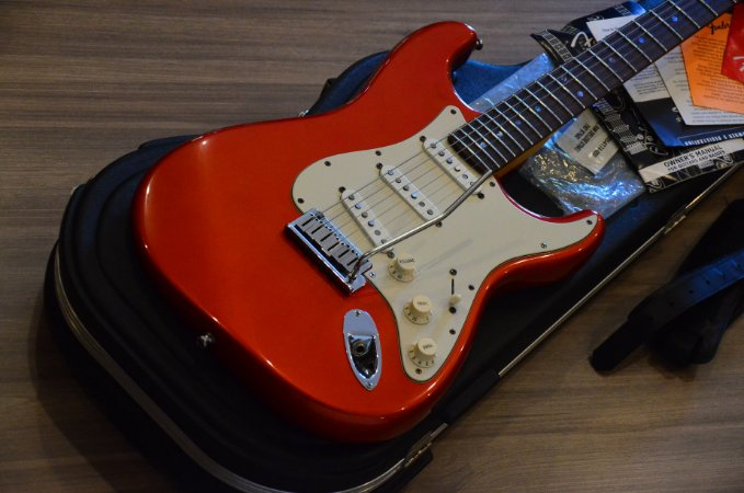 Guitarra Fender Stratocaster American Deluxe