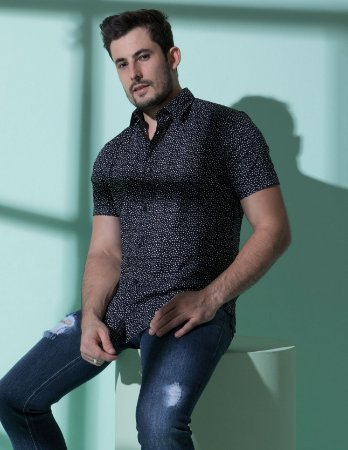 Camisa de Manga Curta Preta micro estampa cinza