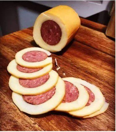 Provolone Defumado com Salame (Peso Médio 0,550 Gr)