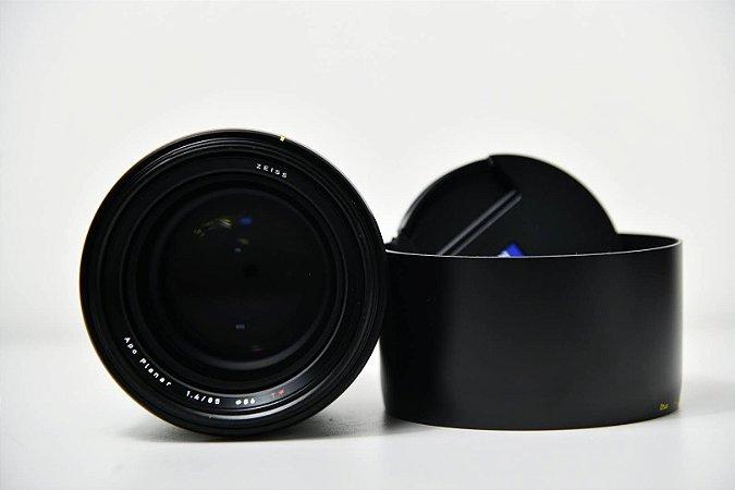 Lente ZEISS Otus 85mm f / 1.4 ZF.2 para Nikon F / Semi Novo