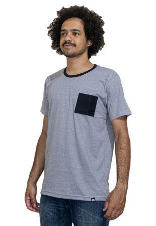 Camiseta Outstanding Bolso Cinza