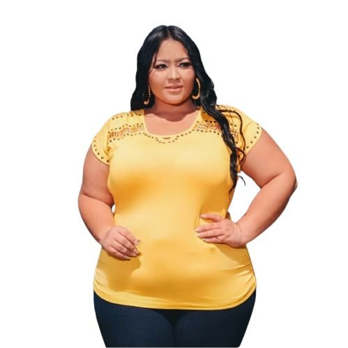 Blusa Plus Size Detalhe Vazado e Metais