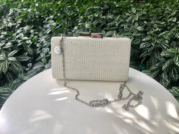Bolsa Clutch de Ráffia Off-White