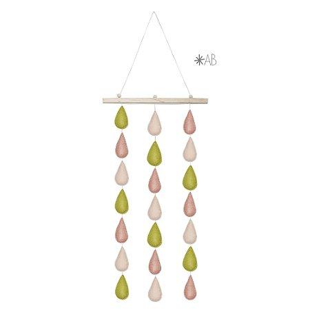Móbile de parede com gotinhas de feltro combinação rosa e verde