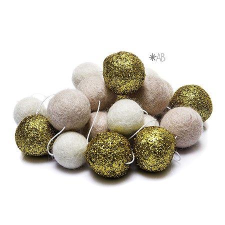 Guirlanda de Bolinhas de Feltro Combinação Rosê, Glitter Dourado e Branco para decoração de quartos e festas infantis