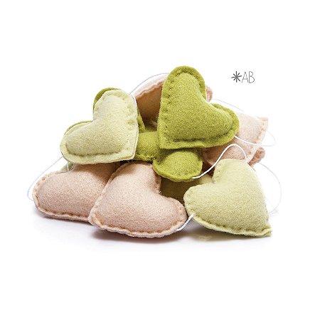 Guirlanda de Corações de Feltro Verde, Amarelo e Rosa