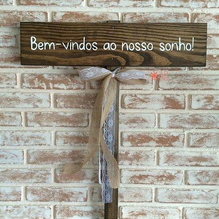 Plaquinha de madeira para casamentos e festas com uma mensagem