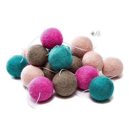 Guirlanda de Bolinhas de Feltro Combinação Rosa e Verde para decoração de quartos e festas infantis