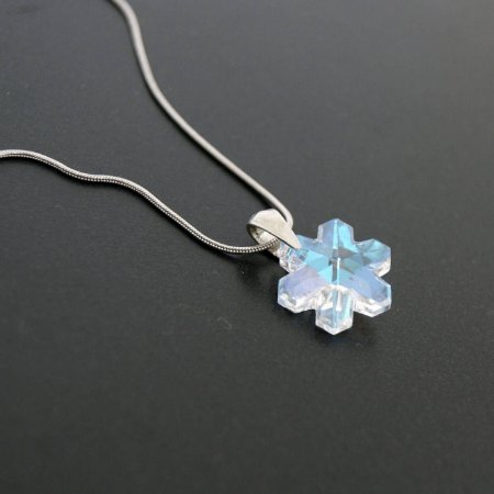 Colar com Flor em Cristal Furta-Cor