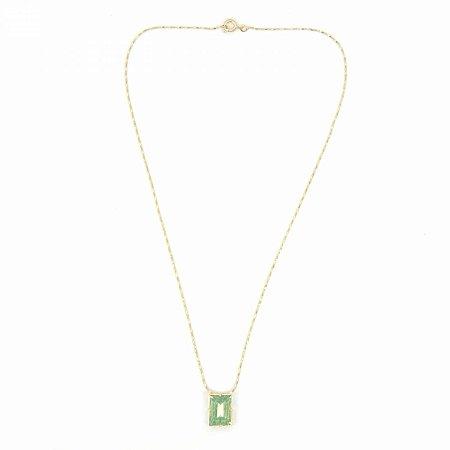 Colar Dourado com Pedra de Zircônia Retangular Verde