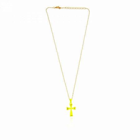Colar Dourado com Cruz Amarelo Neon