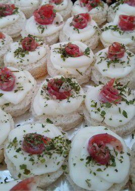 Canapé de queijo e salamito