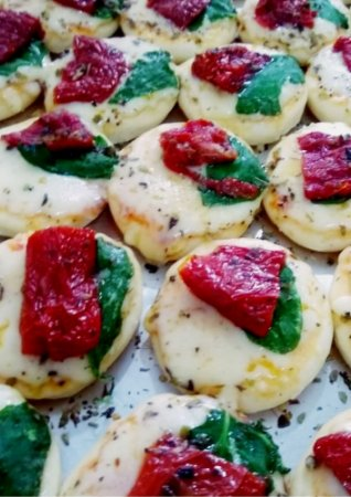 Mini Pizza Tomate Seco e Rúcula