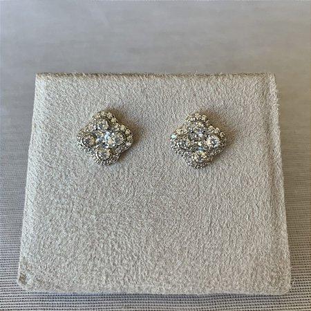 Brinco trevo microcravejado prata 925