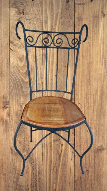 Cadeira em ferro madeira com ornato