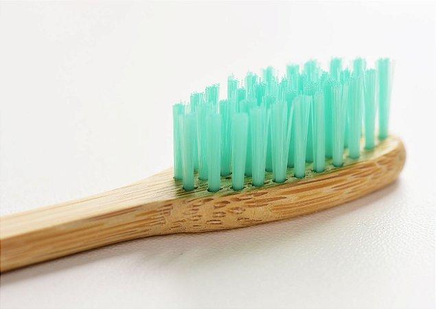 Escova de dente de bambu personalizada - cerdas verdes