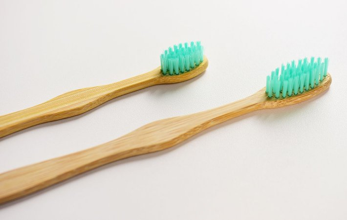 Escova de dente infantil de bambu personalizada - cerdas verdes