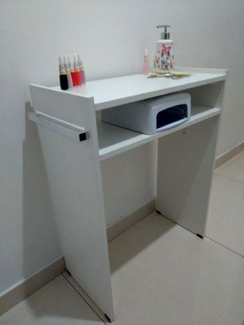 Mesa P/Manicure prática c/ prateleira p/ estufa 60LX77AX30P com alças cromadas