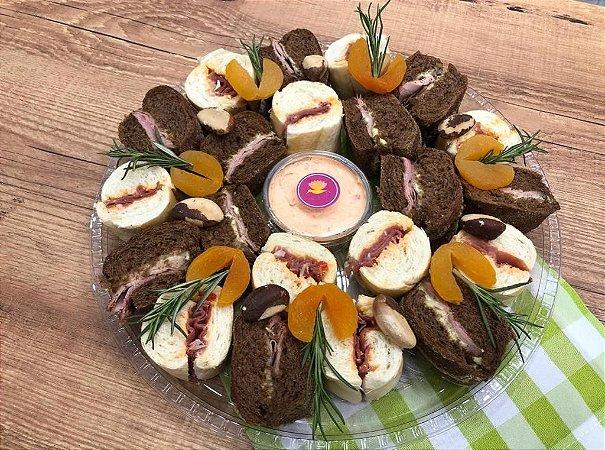 Tábua de Mini Sanduíche de Presunto Cru e Rosbife (Grande)