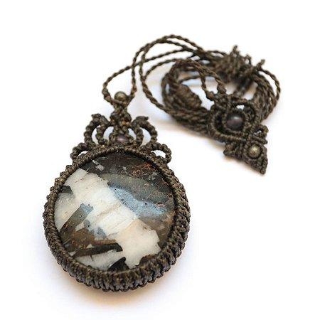 Amuleto de Quartzo Branco com Infusão de Turmalina