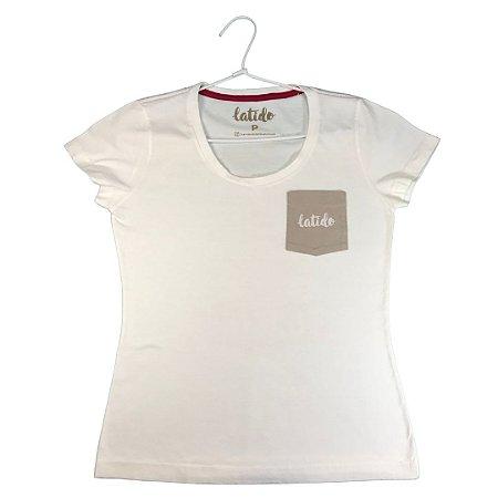 Camiseta Latido off-white bolso baby look